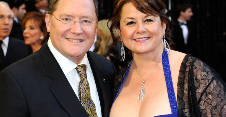 John Lasseter avec gracieuse, femme Nancy Lasseter